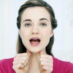 太ってないのになぜ?顎の下のたるみの原因と改善方法