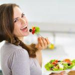 シミに効く食べ物 VS シミを作ってしまう食べ物【シミ対策レシピ付】