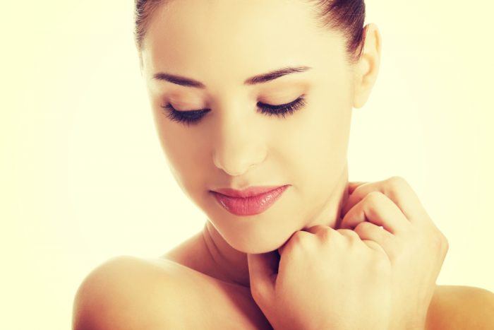 化粧品配合のサフラワー油(紅花油)、肌への効果と危険性は?