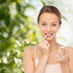唇のくすみをとると顔色が華やかに!くすみの原因やケア・改善法まで知ろう