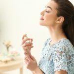 【女性版】香水の正しい付け方♡量やプッシュ回数は?